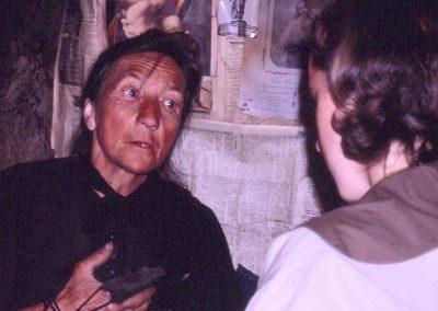 Félicienne Clappier parle avec une étudiante
