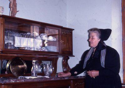 Virginie Tracq dans maison d'après guerre