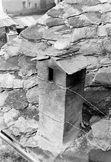 Cheminée et toit de lauzes photo Peter Guggenbühl 1967