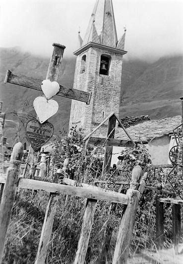 Cimetière et clocher photo Peter Guggenbühl 1967