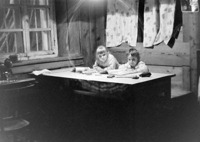 Deux enfants non identifiés photo Peter Guggenbühl 1967