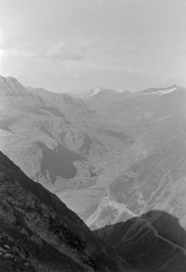 Une intruse parmi les photos sur Tierce :Vallée de Ribon prise du Solièt photo Peter Guggenbühl 1967
