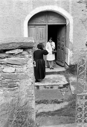 Entrée latérale de l'église photo Peter Guggenbühl 1967
